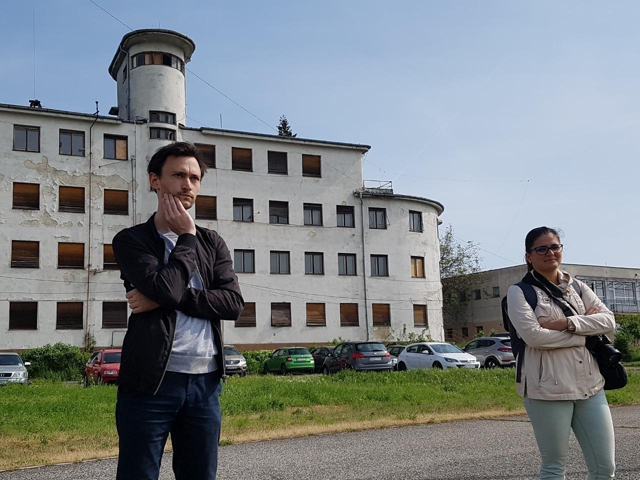 Martin a Katka pred NKP Dom lodníkov.