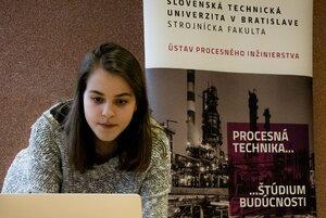Stredoškoláci bádajú v laboratóriách STU