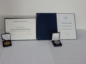 Medaila J. Murgaša prof. Vladimírovi Kvasničkovi