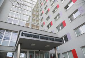 STU a UK úplne uzatvárajú internáty pre domácich študentov