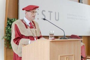 Rektor STU Miroslav Fikar zložil inauguračný sľub
